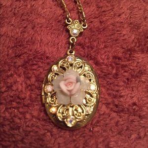 Vintage Style Necklace/Locket